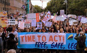 Protest zwolenników uchylenia ósmej poprawki w Irlandii