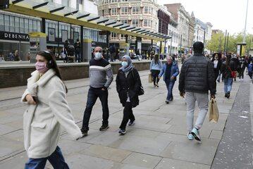 Przechodnie w Manchesterze