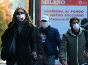 Przechodnie w Mediolanie