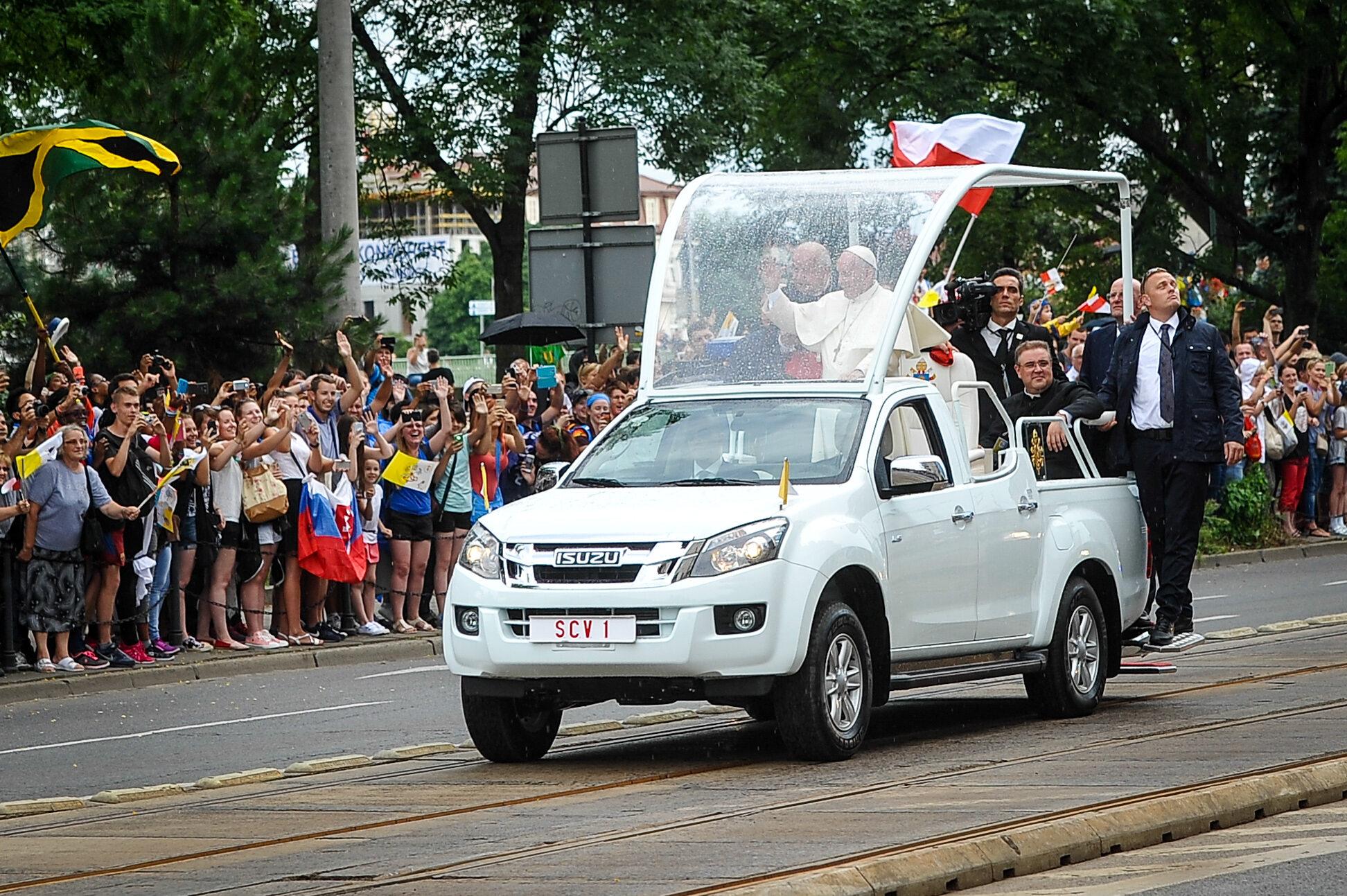 Przejazd papieża Franciszka przez Kraków