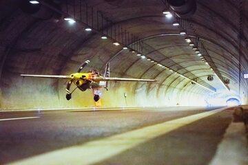 Przelot tunelem autostrady