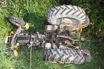 Przewrócony traktor