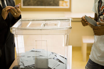 Przezroczysta urna wyborcza