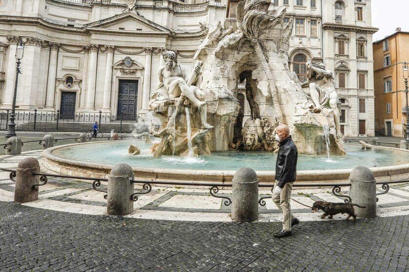 Pustki przy Fontannie di Trevi - rzadki widok w Rzymie