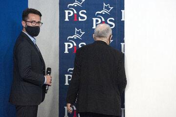 Radosław Fogiel w towarzystwie prezesa PiS Jarosława Kaczyńskiego