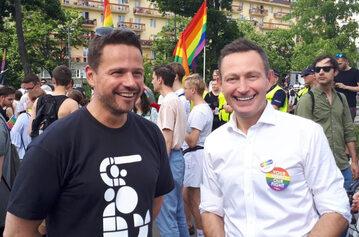 Rafał Trzaskowski i Paweł Rabiej na Paradzie Równości w 2019 roku
