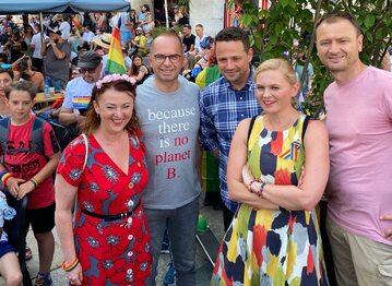 Rafał Trzaskowski otworzył Paradę Równości w Warszawie. W wydarzeniu wzięli udział również inni politycy KO.