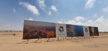 Reklama budowy miasta Neom w Arabii Saudyjskiej