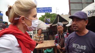 Reporterka CNN Clarissa Ward rozmawia z mieszkańcami Mjanmy