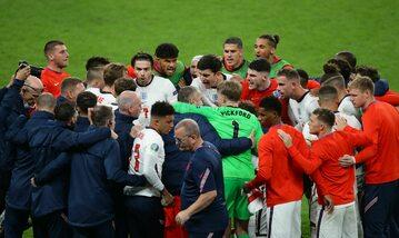 Reprezentacja Anglii podczas finałowego meczu z Włochami