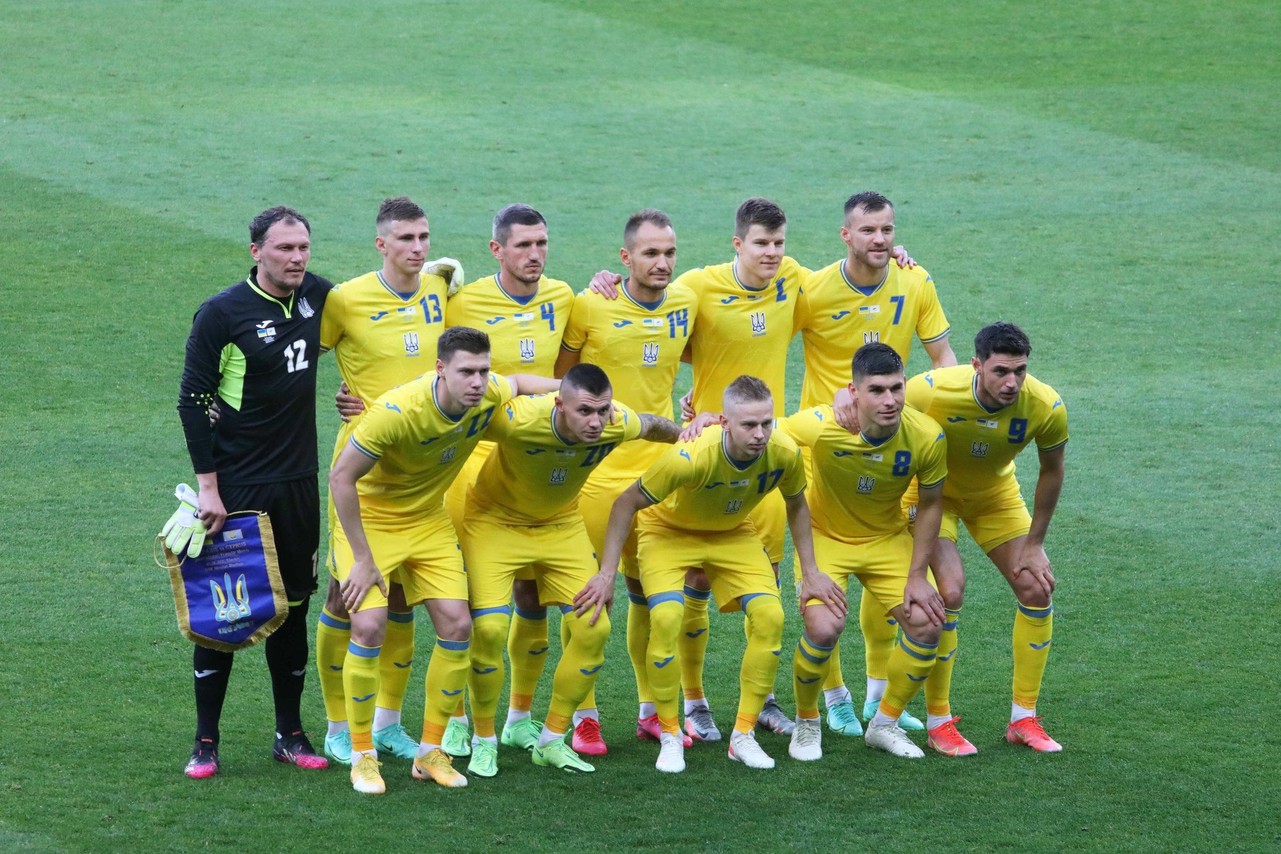"""Euro 2020. Ukraina musi zmienić koszulki przed mistrzostwami Europy. UEFA skrytykowała hasło """"Chwała bohaterom"""""""