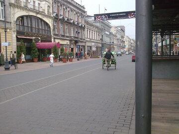 Riksza na ulicy Piotrkowskiej w Łodzi (zdj. ilustracyjne)