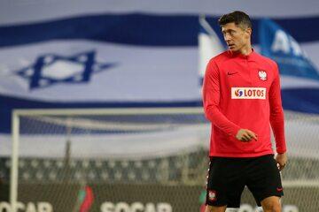 Robert Lewandowski na treningu przed meczem z Izraelem