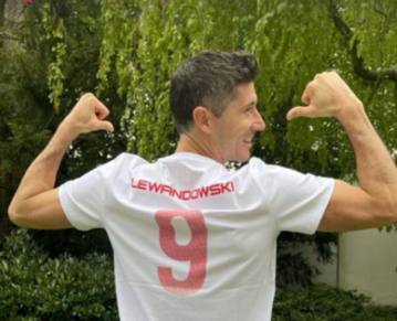 Robert Lewandowski w koszulce 4F
