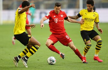 Robert Lewandowski w meczu z Borussią Dortmund