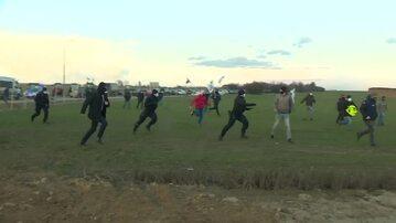 Rolnicy próbujący przerwać wystąpienie premiera