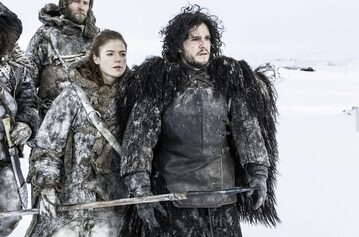 "Rose Leslie i Kit Harrington jako Ygritte i Jon Snow w ""Grze o tron"""