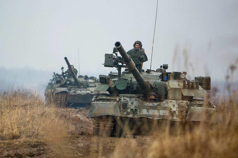 Rosyjski czołg podczas manewrów