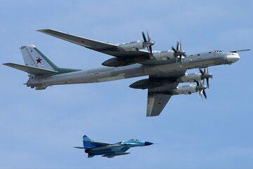 Rosyjski Tu-95 na paradzie w Moskwie (zdj. ilustracyjne)