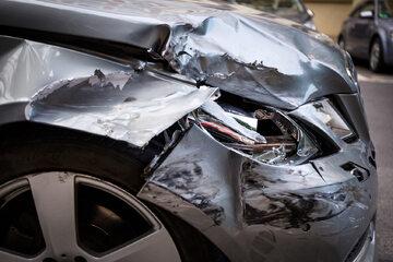 Rozbity samochód, zdj. ilustracyjne