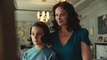 """Ruth Wilson i Dafne Keen w serialu HBO """"Mroczne materie"""""""