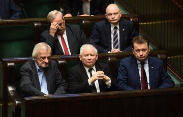 Ryszard Terlecki (pierwszy z lewej) w towarzystwie partyjnych kolegów