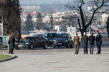 Rządowe limuzyny na Wawelu