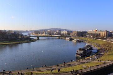 Rzeka Wisła płynąca przez Kraków