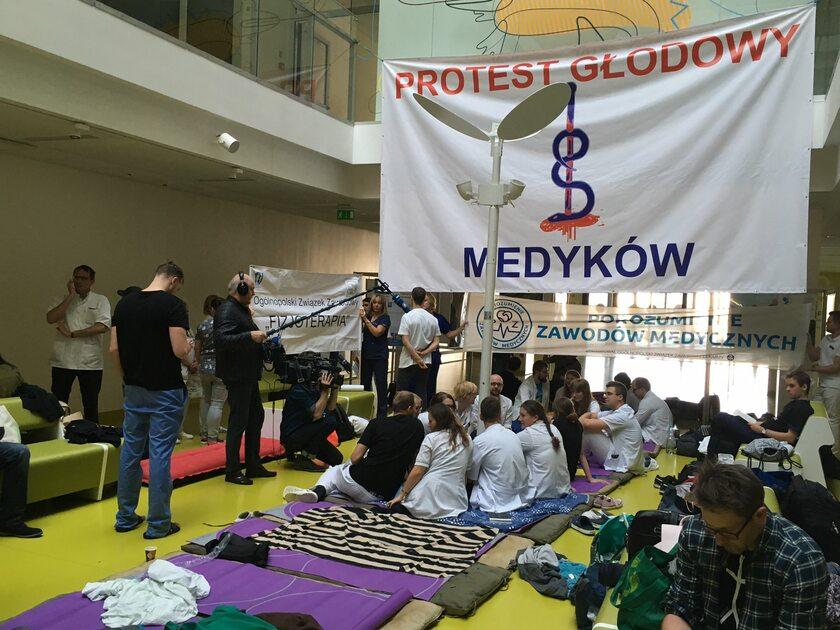 Sala, w której odbywa się protest głodowy medyków