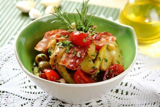 Sałatka włoska z oliwkami
