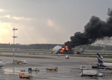 Samolot w płomieniach