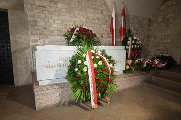Sarkofag Marii i Lecha Kaczyńskich na Wawelu