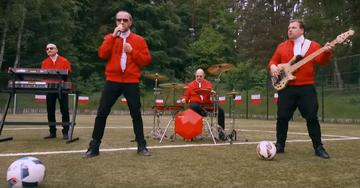 """Screen z teledysku Kombi """"Polska drużyna"""""""