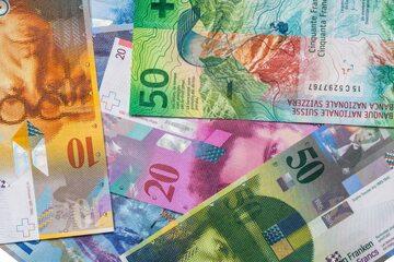 Sędziowie mają odpowiedzieć, czy umowy frankowe można uzupełniać kursem średnim NBP