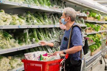 Seniorzy na zakupach, zdjęcie ilustracyjne
