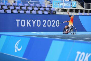 Sesja treningowa tenisistów na wózkach