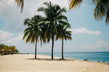 Seven Mile Beach na wyspie Wielki Kajman