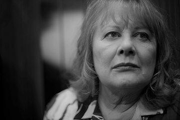 "Shirley Knight w filmie ""Elevator"" (2011)"