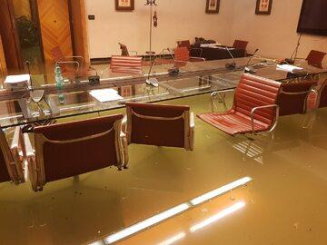 Siedziba rady regionu zalana wodą