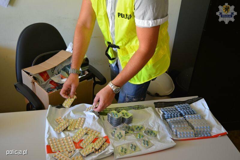 "Skonfiskowane nielegalne ""leki"""