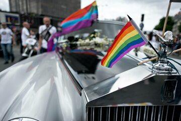 Ślubny pojazd pary homoseksualnej