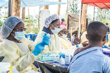 Służby medyczne w trakcie epidemii eboli (zdj. ilustracyjne)