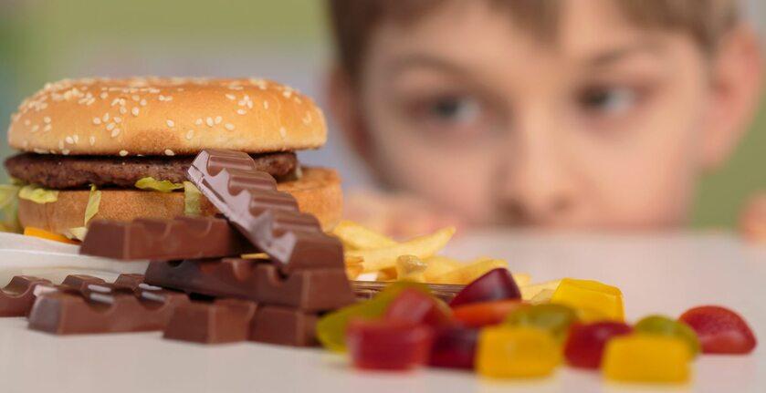 Śmieciowe jedzenie, zdj. ilustracyjne