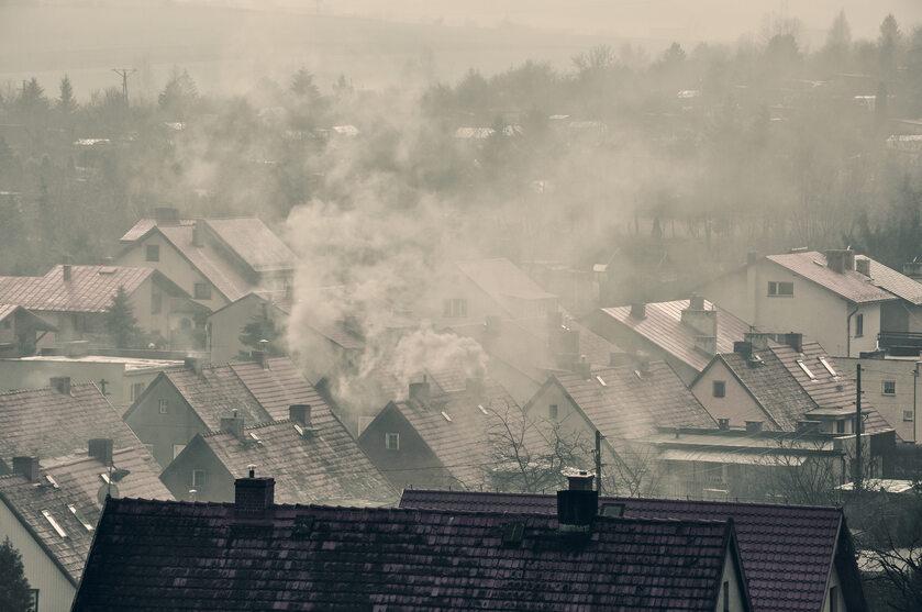 Smog nad miastem, zdjęcie ilustracyjne