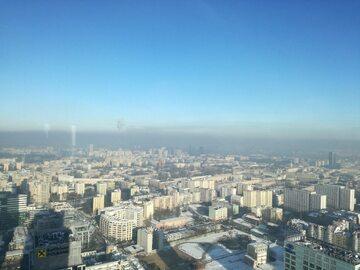Smog nad Warszawą widziany z Warsaw Spire