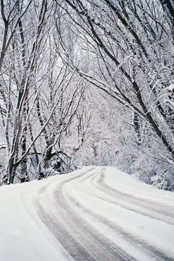 Śnieg, droga, zdj. ilustracyjne