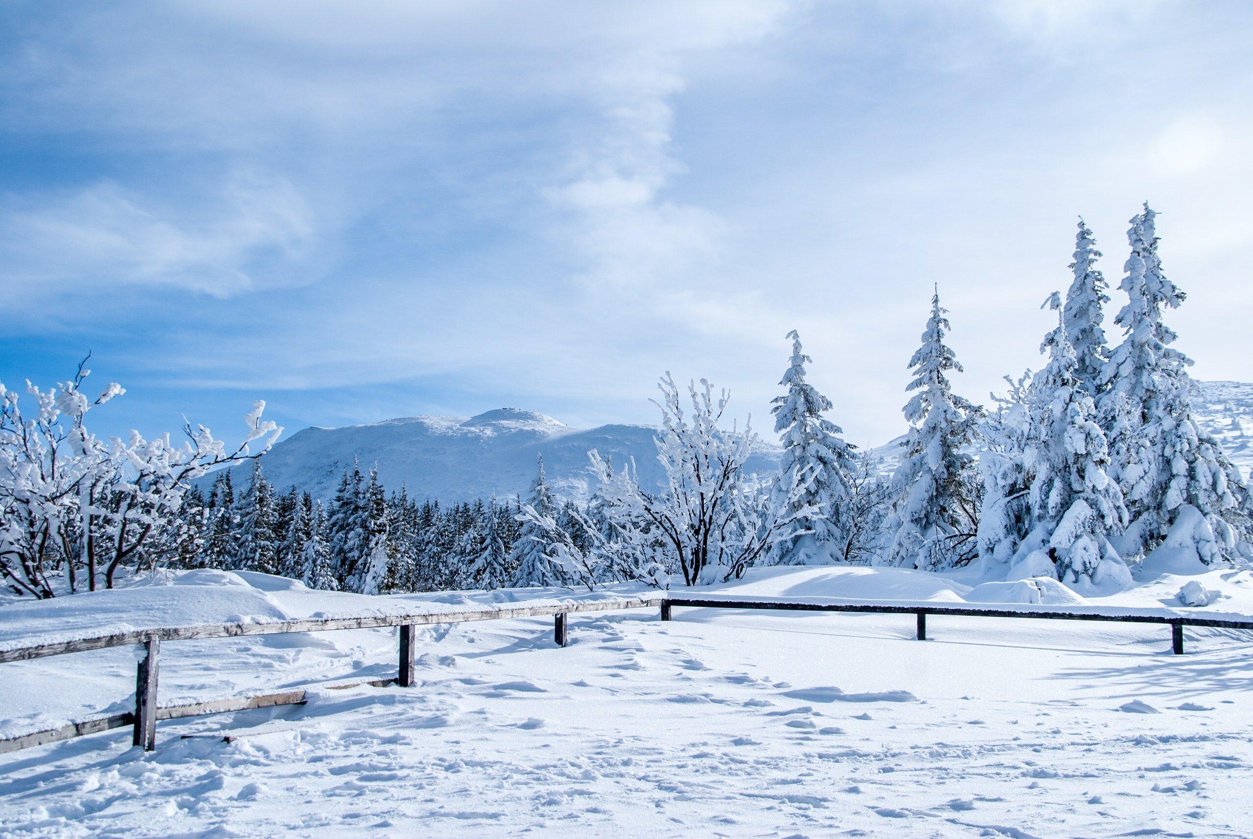 Śnieg w górach, zdjęcie ilustracyjne