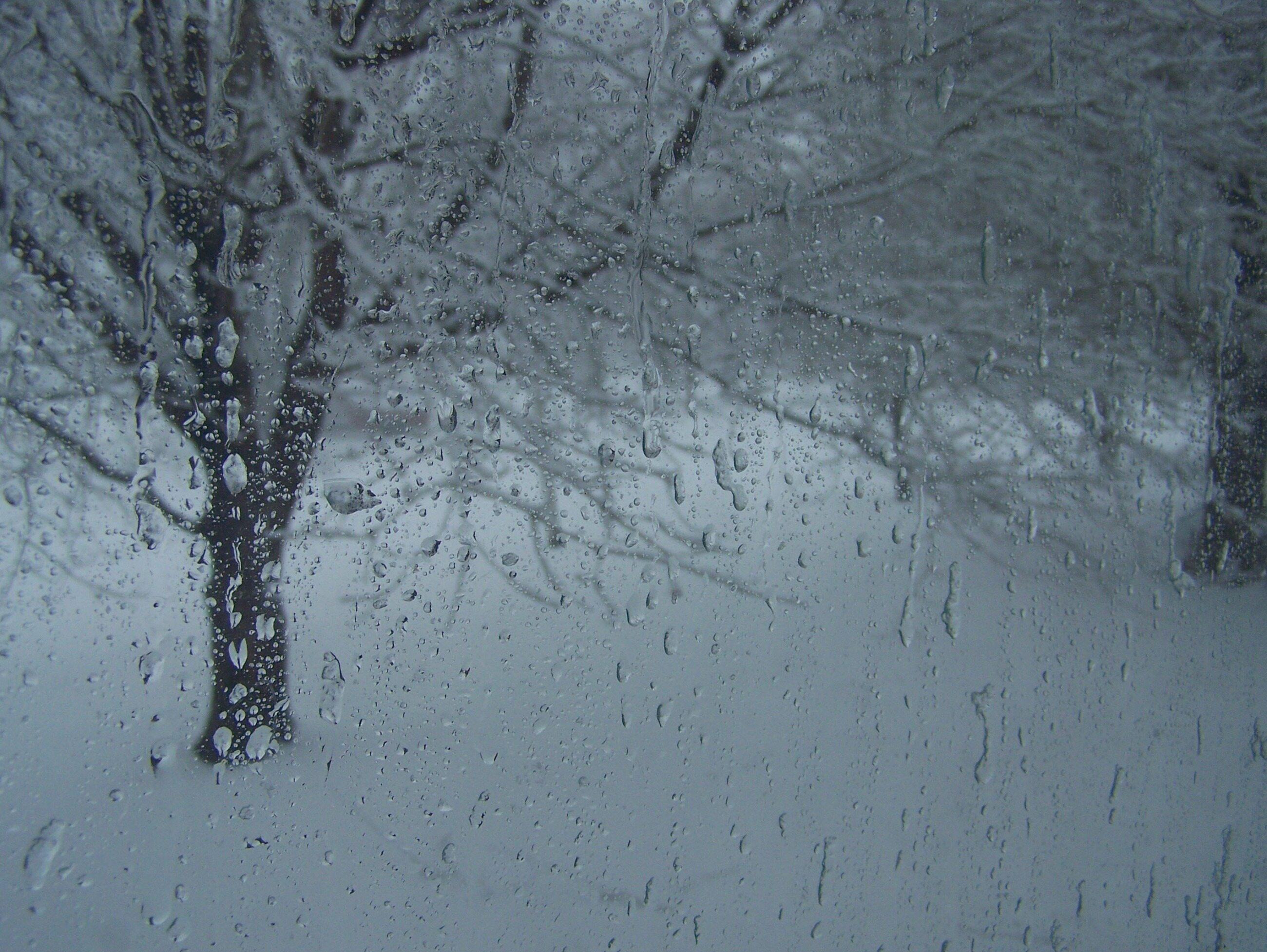 Śnieg z deszczem, zdjęcie ilustracyjne