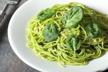 Spaghetti w szpinakowym pesto