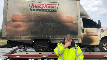 Spalona ciężarówka Krispy Kreme